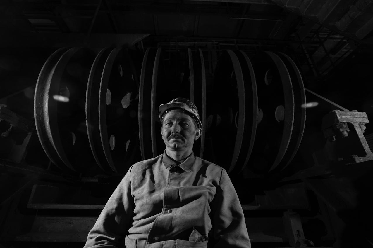 Postleitzahl 45721 Haltern - Lippramsdorf: Bergmechaniker Wolfhelm Schmitz (43) nach seiner Fruehschicht auf der Zeche Auguste Victoria am Schacht 8. Schmitz ist seit 25 Jahren in der Zeche beschaeftigt und arbeitet in mehr als 1200 Metern Tiefe. Taeglich werden 12500 Tonnen Steinkohle abgebaut.