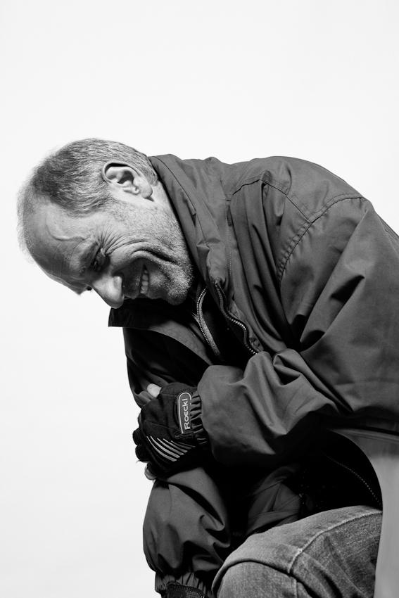 """Status quo Geisselstraße: Stefan E., Fotografie-Professor. Die Geisselstraße ist eine Wohn- und Geschäftsstraße im Kölner Stadtteil Ehrenfeld, weder schick noch heruntergekommen. Hier lebt und arbeitet eine große Bandbreite von Menschen: Millionäre, Huren, Rentner, Professoren, """"Harzer"""", Kreative und Malocher. Für """"Einen Tag Deutschland"""" habe ich den """"Status Quo Geisselstraße"""" fotografiert: Menschen, die - wie ich - auf der Geisselstraße leben und arbeiten."""