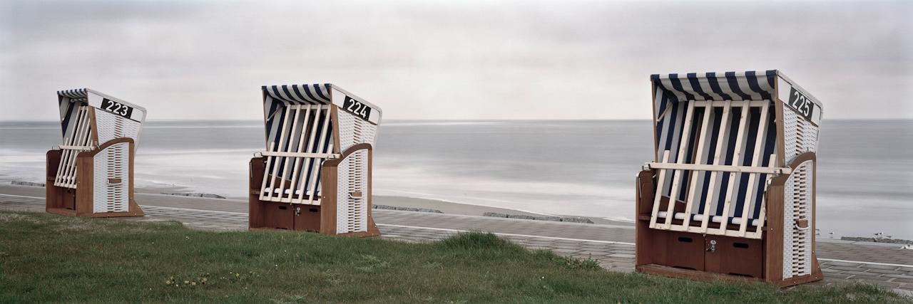 10:55 Uhr. Norderney, Kaiserwiesen. Bei Windstärke 8, Regen und gefühlten 5 Grad minus lockt es keinen Gast in die Strandkörbe an den Norderneyer Kaiserwiesen.