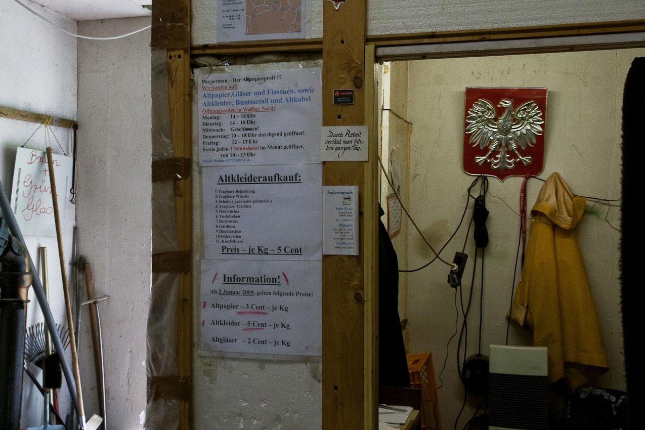 """Provisorisches Büro bei Payperman, dem Altpapierprofi im ehemaligen """"Stadt Wolfen"""" Nordpark 16."""