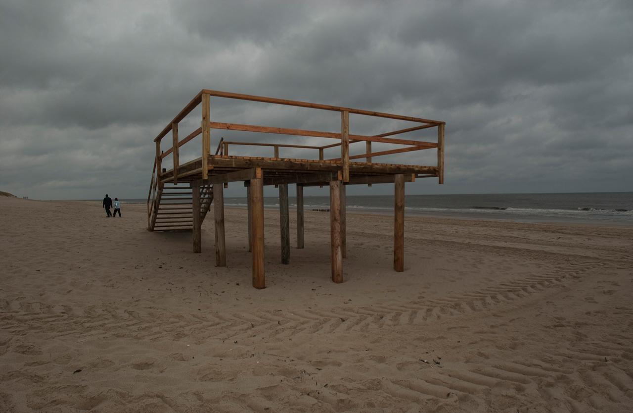 Normalerweise steht hier am Strand am Campingplatz im Süden von Westerland auf Sylt am 7. Mai auf dem Stelzenplateu ein Rettungsschwimmer Häuschen.