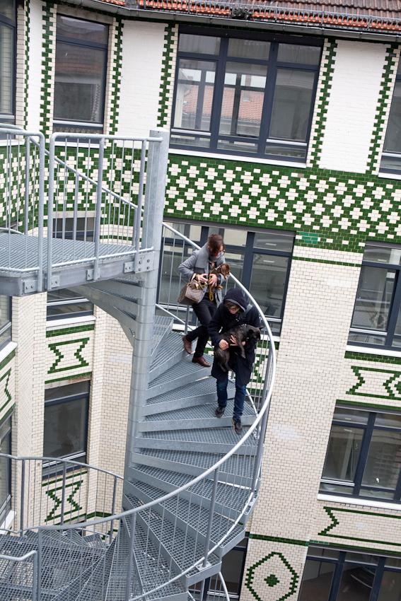 Ein Tag mit Michi und Janni, 7.05.2010, Berlin - Janni (29) und Michi (30) verlassen gemeinsam das Haus in Moabit.