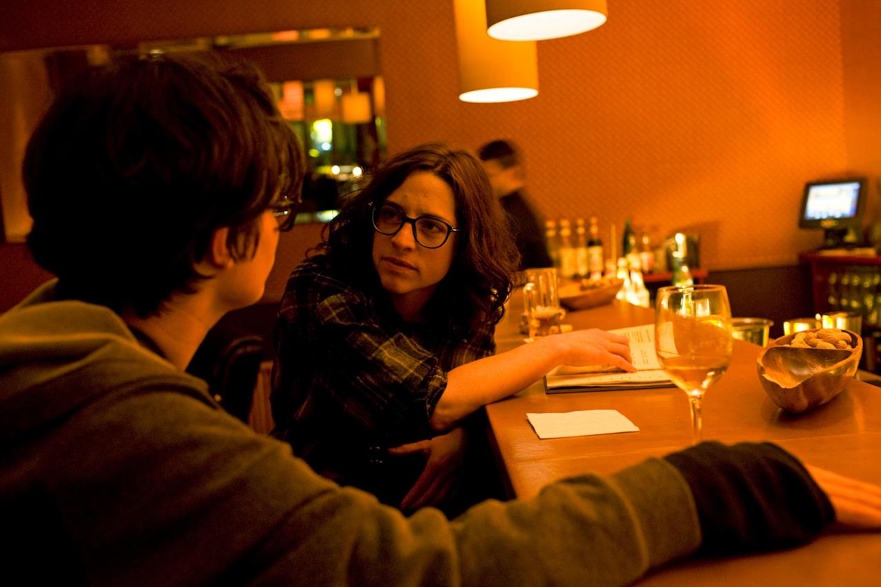 Ein Tag mit Michi und Janni, 7.05.2010, Berlin- Die beiden nehmen einen Drink am Abend im Probier Mahl in Moabit.