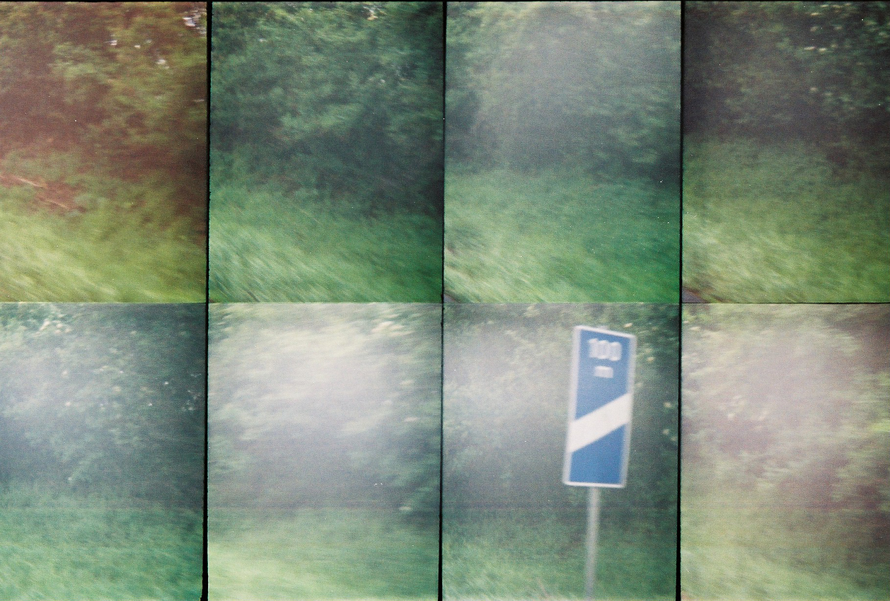 Ein Roadmovie in 8 Bildern - zweieinhalb Sekunden Deutschland: Nur noch 100 Meter bis zur naechsten Raststaette, um uns von den draengenden Gefuehlen >>Hunger, Durst, muede, muss mal<< zu befreien! Analoge Charakteristik ist beabsichtigt. Lomografie mit Oktomat (8-fach Bild).