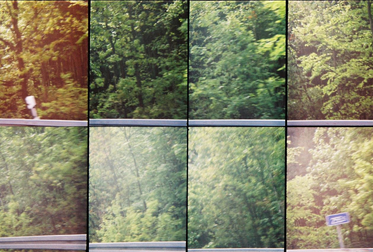 Ein Roadmovie in 8 Bildern - zweieinhalb Sekunden Deutschland: Bei Betriebskilometer 255,5 naht das Ende unserer Fahrt auf der offiziell 257 Kilometer langen Suerlandlinie (A45). In der naechsten Kurve, am Seligenstaetter Dreieck, muendet sie in die A3.Analoge Charakteristik ist beabsichtigt. Lomografie mit Oktomat (8-fach Bild).