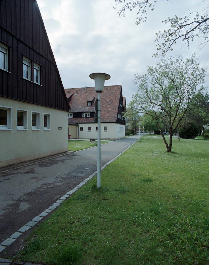 Heute als Staedtisches Altersheim genutzt, waren in dem von der Deutschen Arbeiterfront errichteten Lager bis zu 2400 auswaertige Arbeiter (spaeter auch Zwangsarbeiter) untergebracht um dem Arbeitskraeftemangel auf dem Reichparteitagsgelaende entgegenzuwirken.