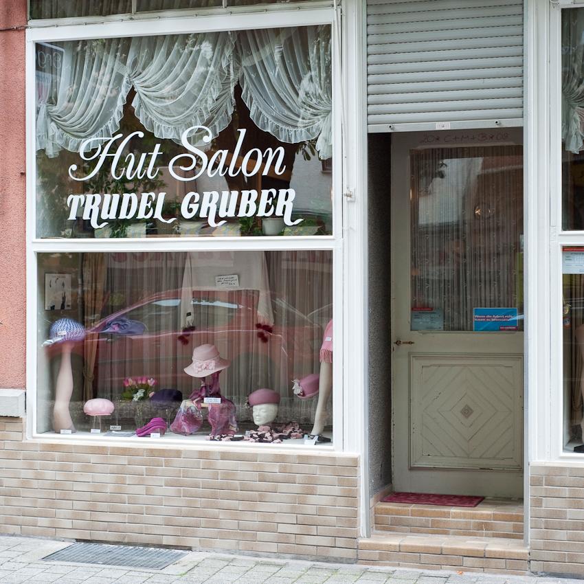 Hut Salon Trudel Gruber am Werderplatz in der Karlsruher Südstadt am Freitag, den 7. Mai 2010.