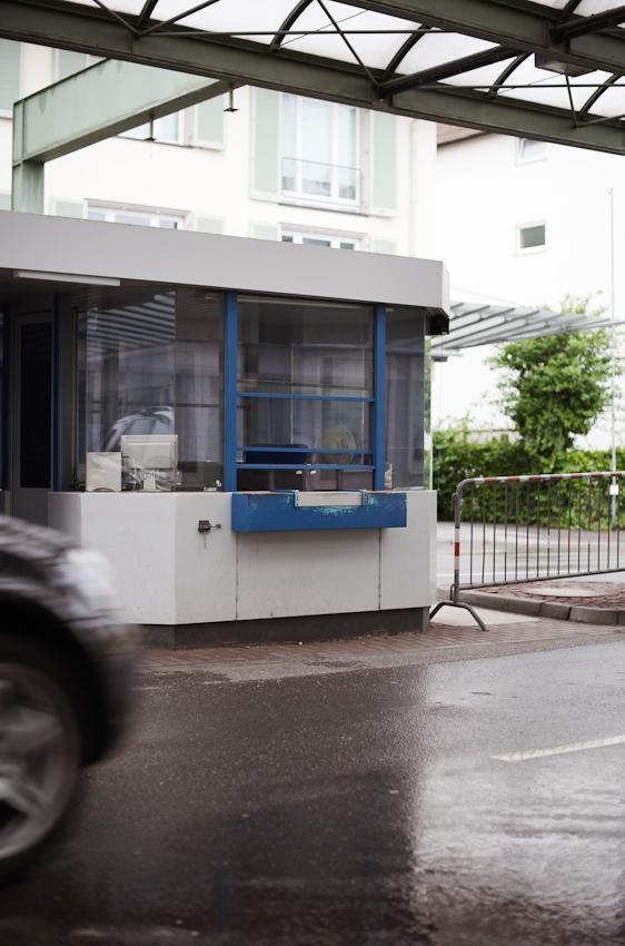 An den  Grenzübergängen zwischen Deutschland und der Schweiz wie hier am Kreuzlinger Tor in Konstanz finden seit dem 12. Dezember 2008 keine generellen Personenkontrollen mehr statt.