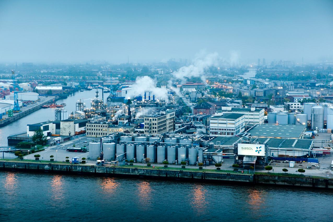 Germany, Deutschland, Hamburg, Hamburger Hafen, Sankt Pauli, Hafengeburtstag 2010, Sandtorkai, Blick von der Elb Philharmonie, Industrieanlagen, Wirtschaft, Sasol, reaching new frontiers,