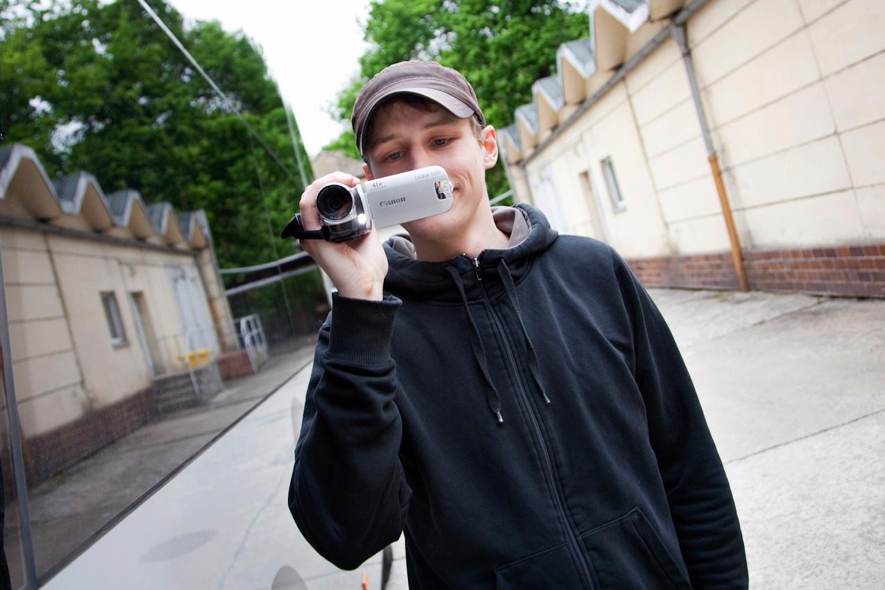 Für seinen Blog dreht Tim Bendzko kurze Videobotschaften von der Tour.
