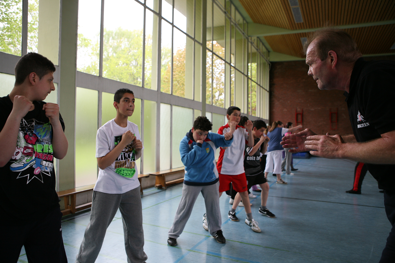 Schulsporthalle der Schule am Denksteinweg, Hamburg-Jenfeld, Trainingsort der Box-Akademie des 67-jährigen Ex-Profi-Schwergewichtlers Jürgen Blin. Zweimal wöchentlich findet hier ein kostenloses Training für sozial benachteiligte Kinder und Jugendliche statt.