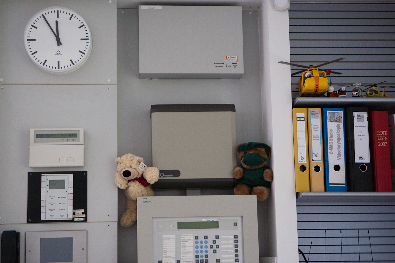 Es ist fünf vor zwölf in der Zentrale des Luftrettungszentrums des ADAC, Sektion Notfallmedizin am Bundeswehrkrankenhaus in Ulm.