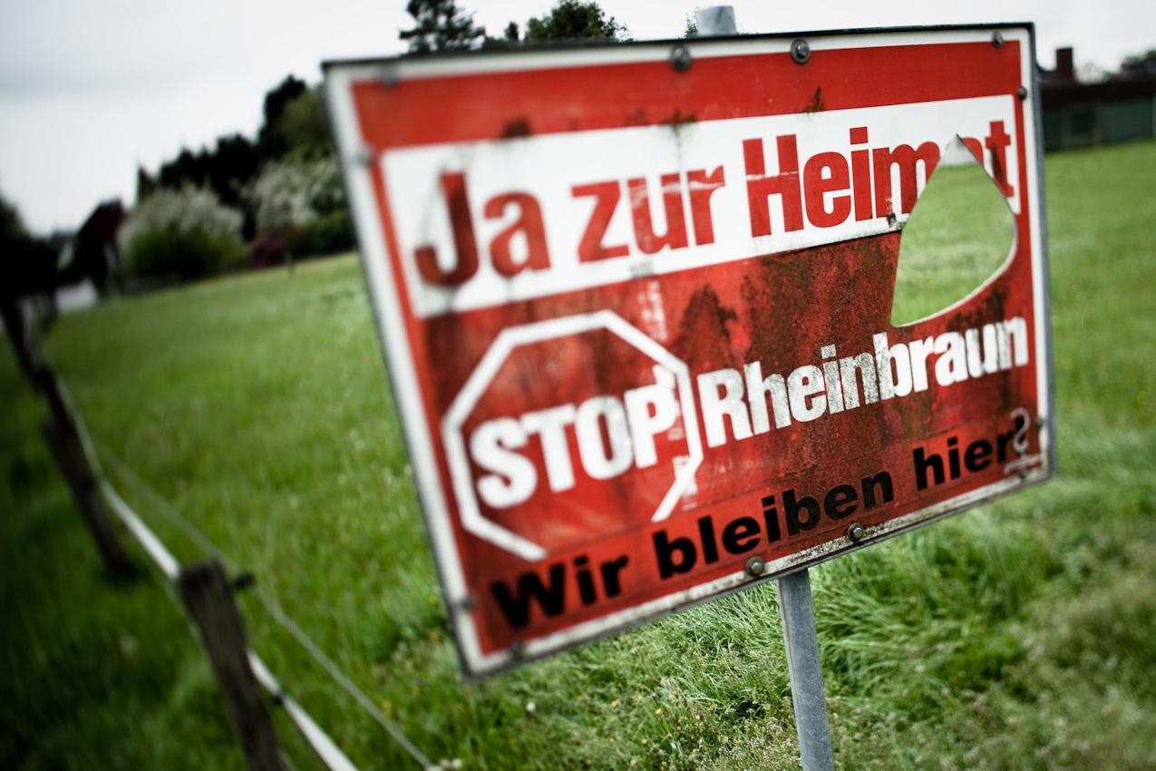 Schild in Borschemich. Der Widerstand ist vor ein paar Jahren gebrochen. Heute leben nur noch wenige Menschen hier.