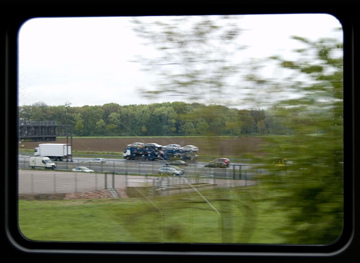 Blick aus dem Zugfenster um 13.52 Uhr. Die Autobahn A2, kurz vor dem Kamener Kreuz.