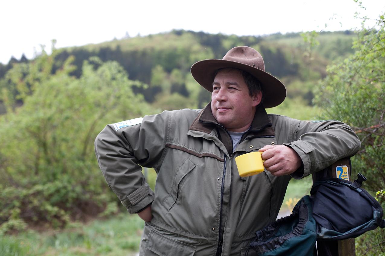 Consumption: Nach zweieinhalb Stunden Wanderung hilft eine Rast, auch die zweite Hälfte genießen zu können. Im Bild: Ranger Roland Wollgarten.