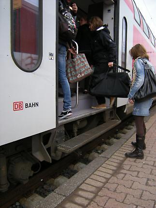 Menschen am Bahnsteig