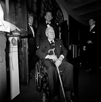 Verleihung des Henri-Nannen-Preises im Hamburger Schauspielhaus. Altbundeskanzler Helmut Schmidt