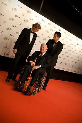 Helmut Schmidt mit Bernd Buchholz beim Henri-Nannen-Preis 2010.