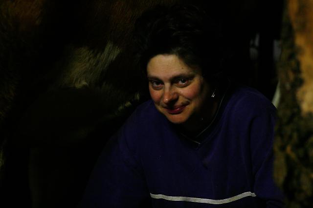 Claudia Pallmann lebt im 290 Seelen-Dorf Schorn, einem OT der Marktgemeinde Poettmes. Sie ist  Mutter von zwei Kindern. Sie sorgt nicht nur für ihre eigene Familie, sondern auch für die Elterngeneration ihres Mannes. Zwei Mal am Tag hilft sie ihrem Mann im Stall, in der Früh, bevor die Kinder in die Schule gehen und am Abend, nach der Brotzeit. Jeden Tag, das ganze Jahr hindurch.