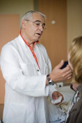 Prof. Dr. med. H. Peter Scheidel spendet Trost
